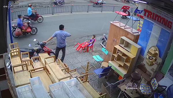 Hình ảnh camera được lắp đặt tại cửa hàng