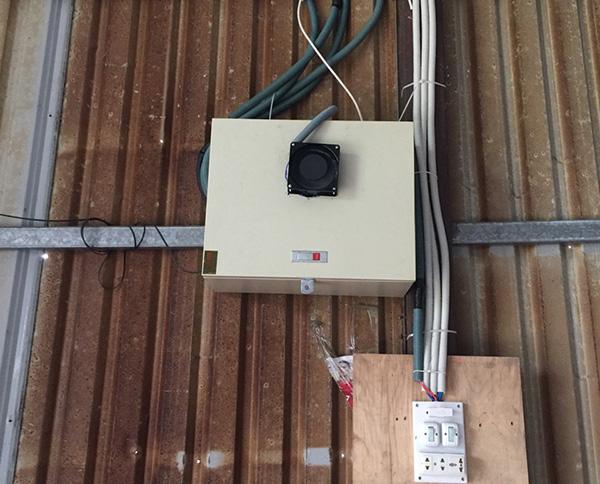 Hộp điện bảo vệ đầu ghi hình